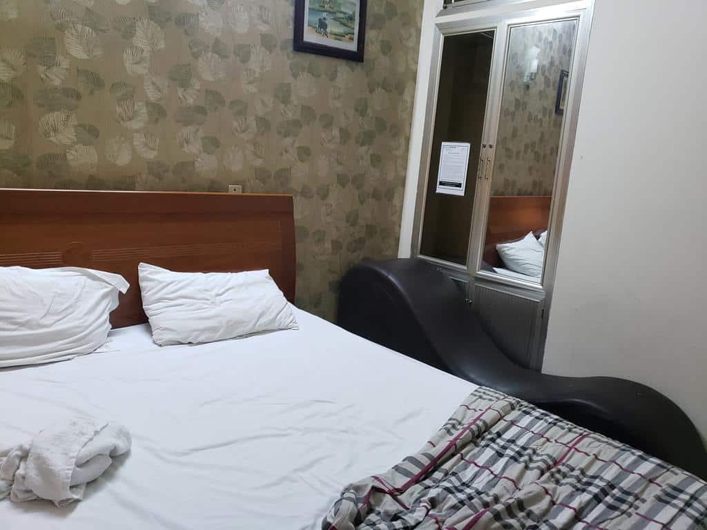 Phòng nghỉ với ghế tình nhân dành riêng cho khoảng không gian thân mật của các cặp đôi