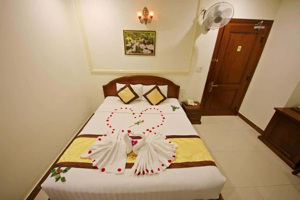 Không gian phòng nghỉ Superior ấm cùng và đầy tiện nghi của khách sạn Thanh.