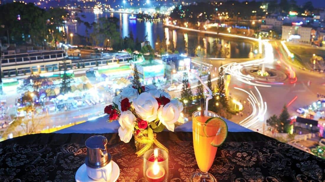Tận hưởng những bữa tối lãng mạn tại nhà hàng bên trong khách sạn