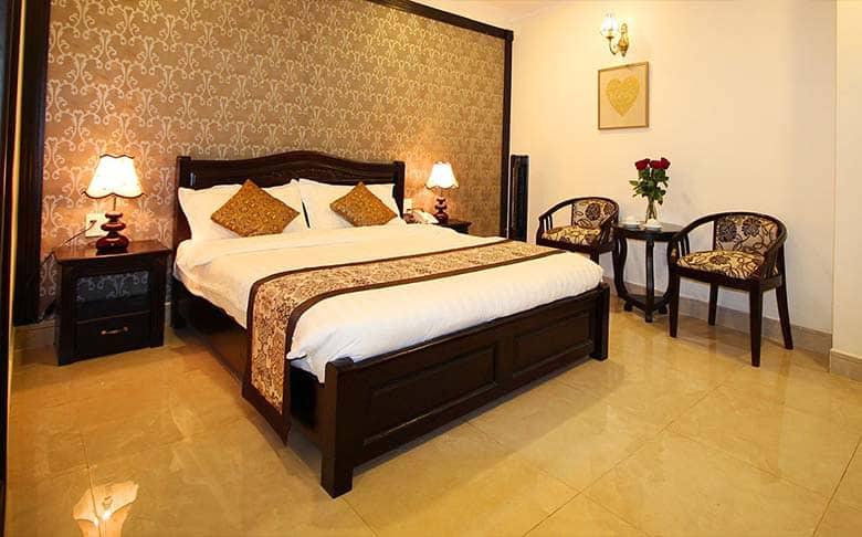 Phòng nghỉ mang lại cảm giác dễ chịu với nội thất đầy đủ, trang trí ấm áp