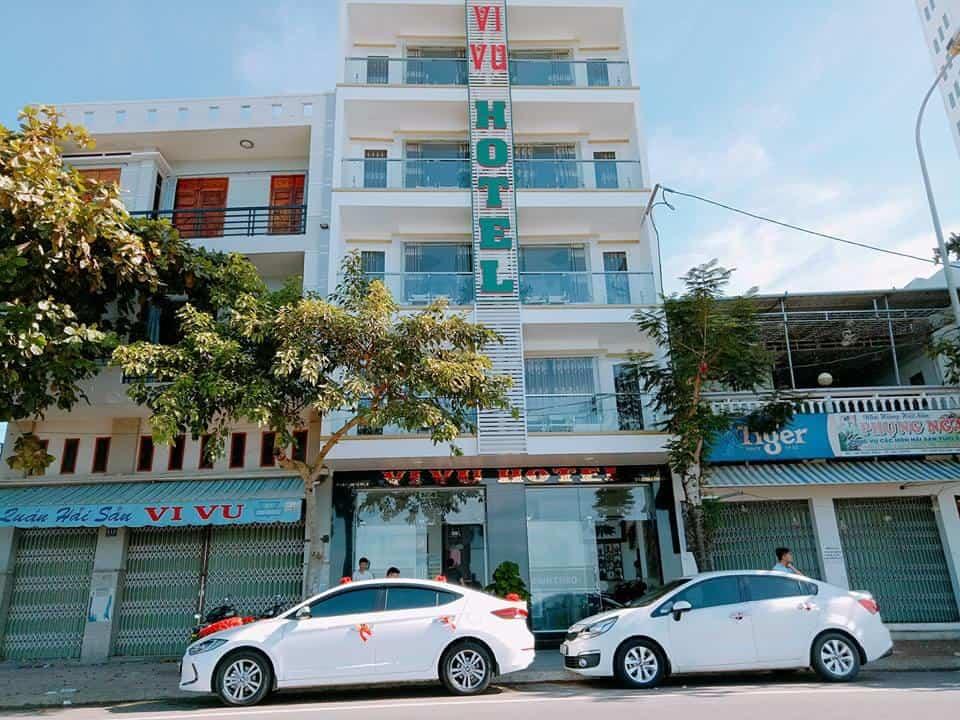 Bên ngoài khách sạn Vivu nằm trên con đường Xuân Diệu, Quy Nhơn.
