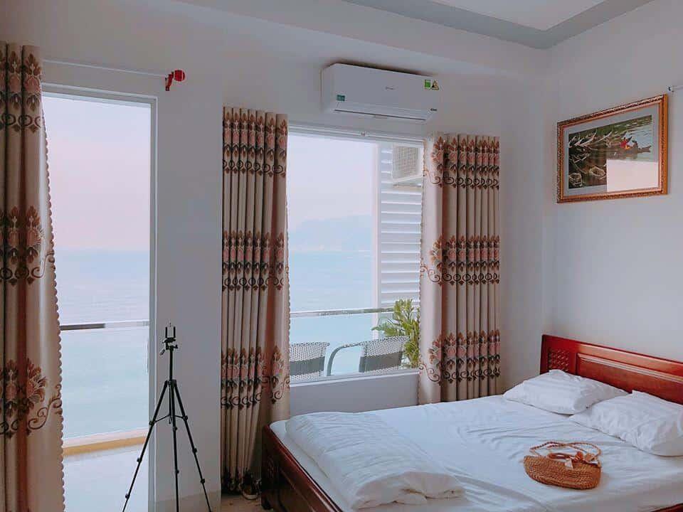 Phòng nghỉ tiện nghi với không gian khang trang, sạch sẽ của khách sạn.