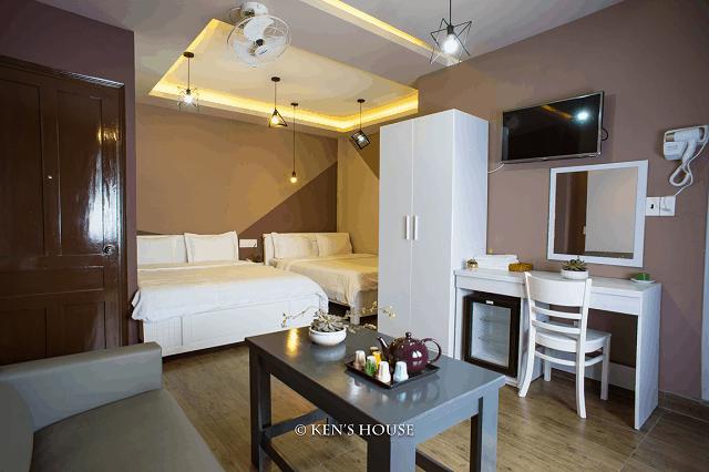 Phòng nghỉ 2 giường đôi rộng rãi và trang bị tiện nghi rất đầy đủ