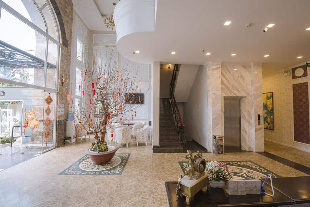 Không gian sảnh chung của khách sạn Du Lys