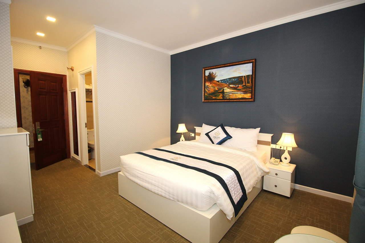 Phòng nghỉ với thiết kế thanh lịch và đầy đủ tiện nghi cho du khách tại khách sạn.