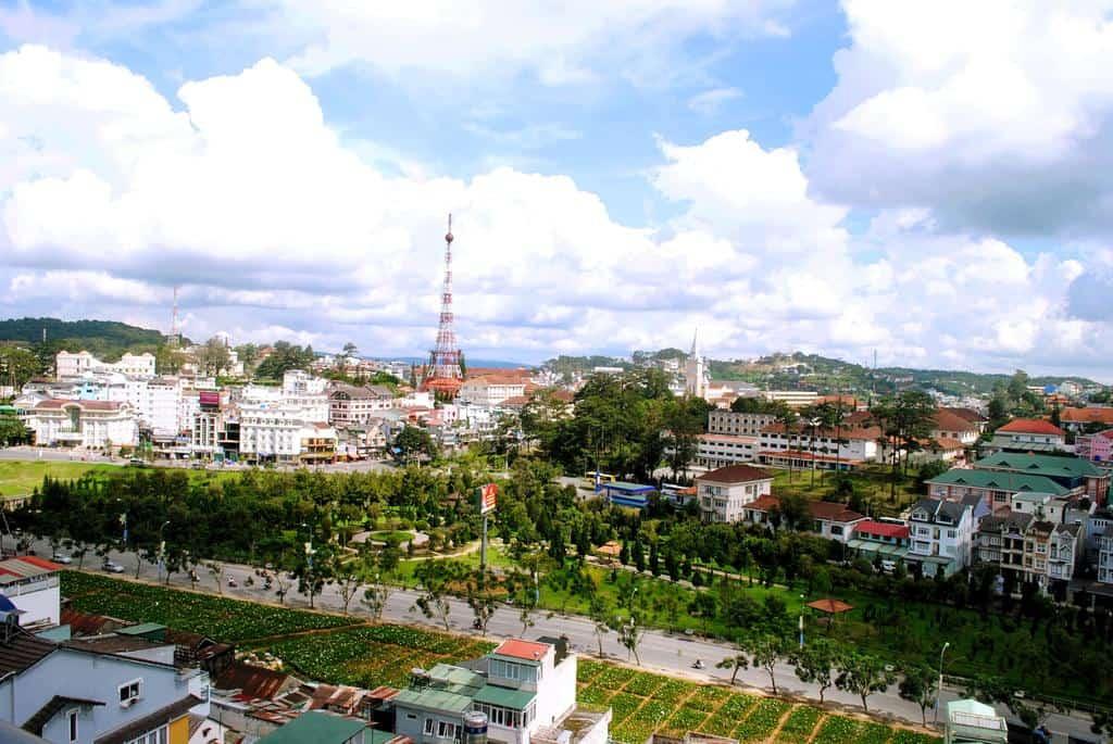 Tầm nhìn khung cảnh thành phố Đà Lạt tuyệt đẹp từ khách sạn.
