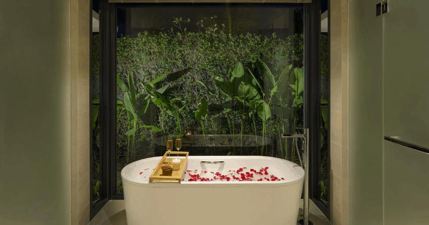 Phòng tắm hướng ra sân vườn cho những giây phút thư giãn tối đa