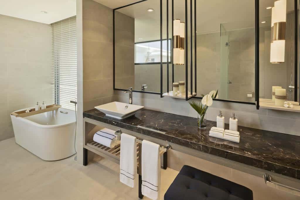 Phòng tắm sang trọng với đầy đủ trang thiết bị hiện đại