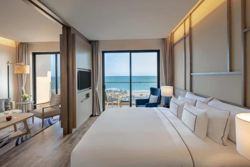Phòng Suite Junior với hướng nhìn trọn ra biển