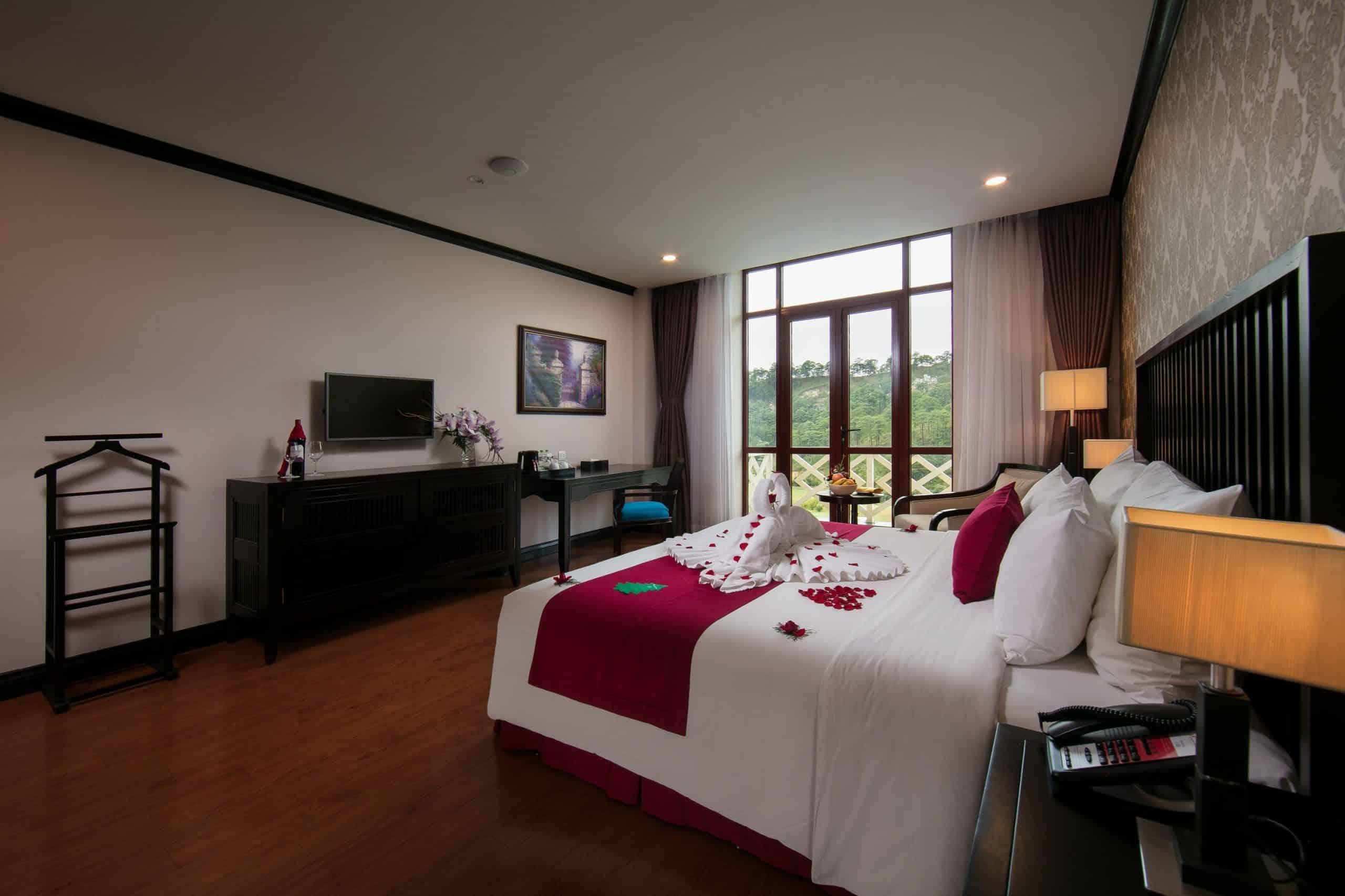 Cửa sổ rộng giúp du khách tận hưởng không khí trong lành của cao nguyên