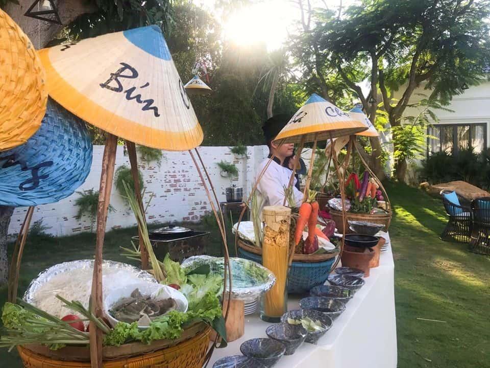 Ẩm thực với phong cách chợ quê được bày bán vào chủ nhật mỗi tuần