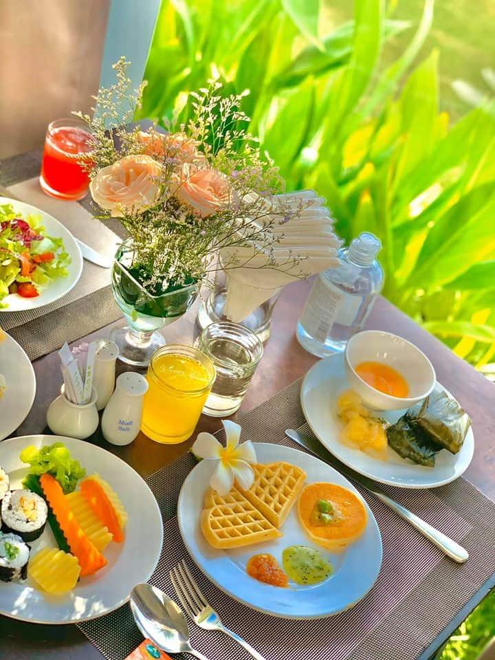 Bữa sáng tự chọn tại Whart Restaurant
