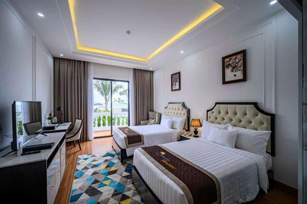 Phòng Grand Duluxe gồm 2 giường đơn với view biển tuyệt đẹp