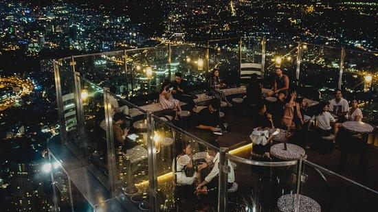 Ngắm thành phố về đêm lung linh sắc màu - Nguồn ảnh: Internet