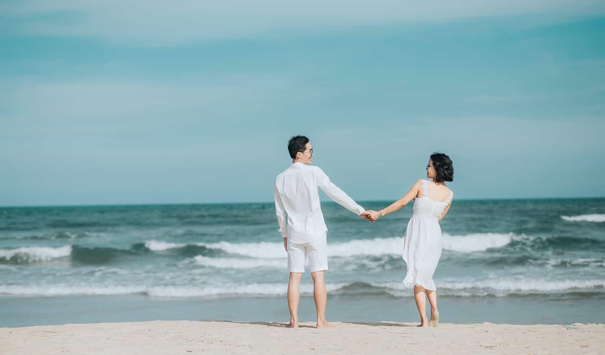 Bạn cũng có thể cùng nhau thả mình giữa biển xanh mây trắng nắng vàng ở Đà Nẵng. Hình: KS Đà Nẵng