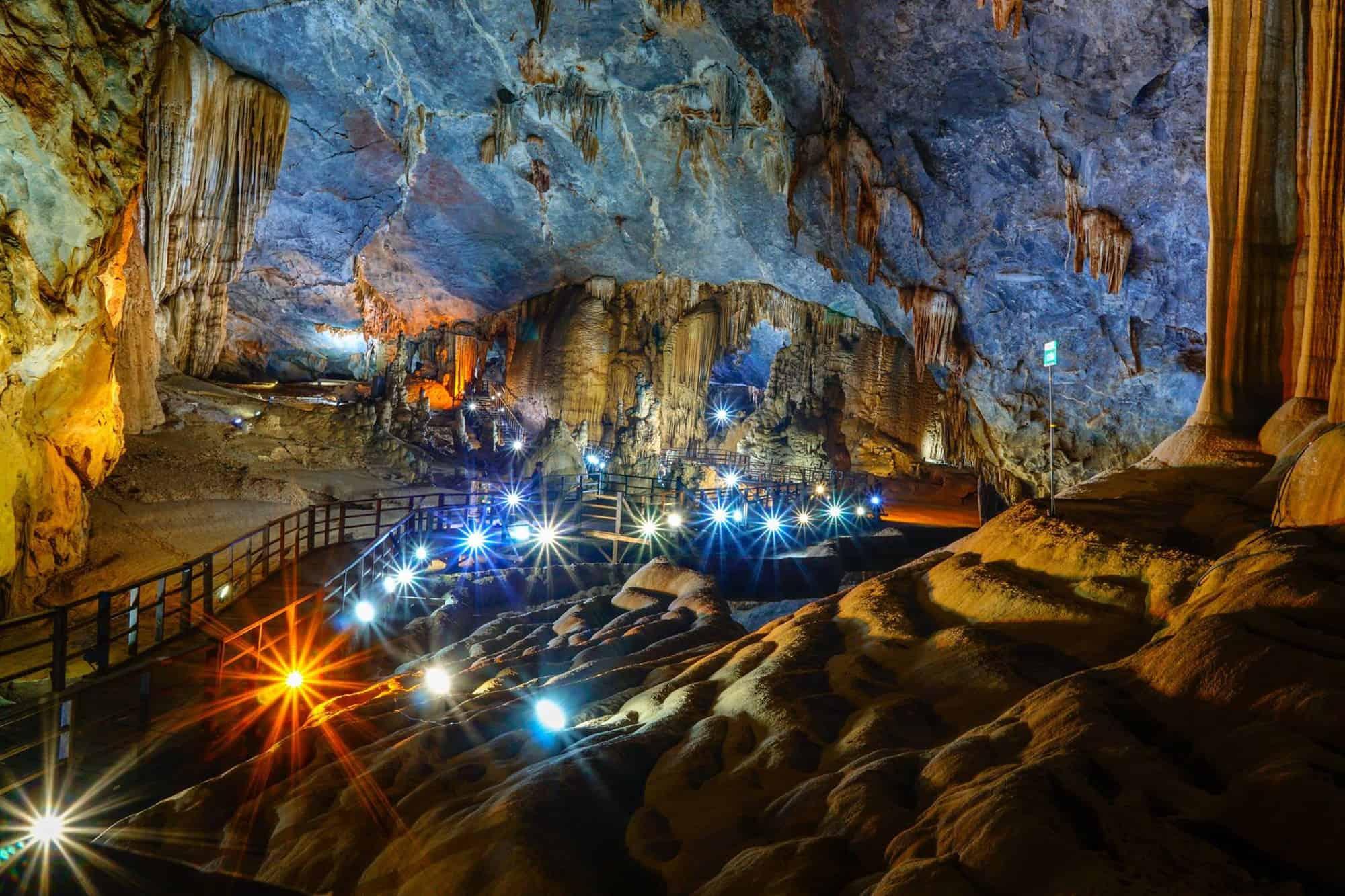 Động Thiên Đường đẹp xuất sắc của các nhũ đá và măng đá bên trong. Hình: Phong Nha Explorer