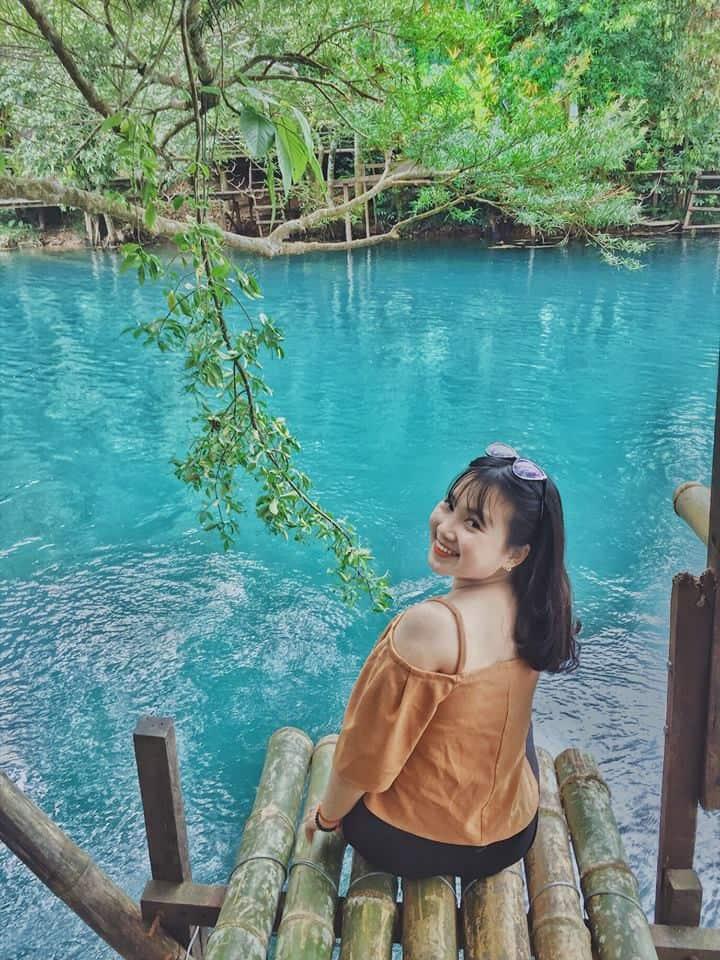 Suối Moọc với làn nước xanh trong vắt và vô cùng mát lạnh. Hình: Nguyễn Minh Trang