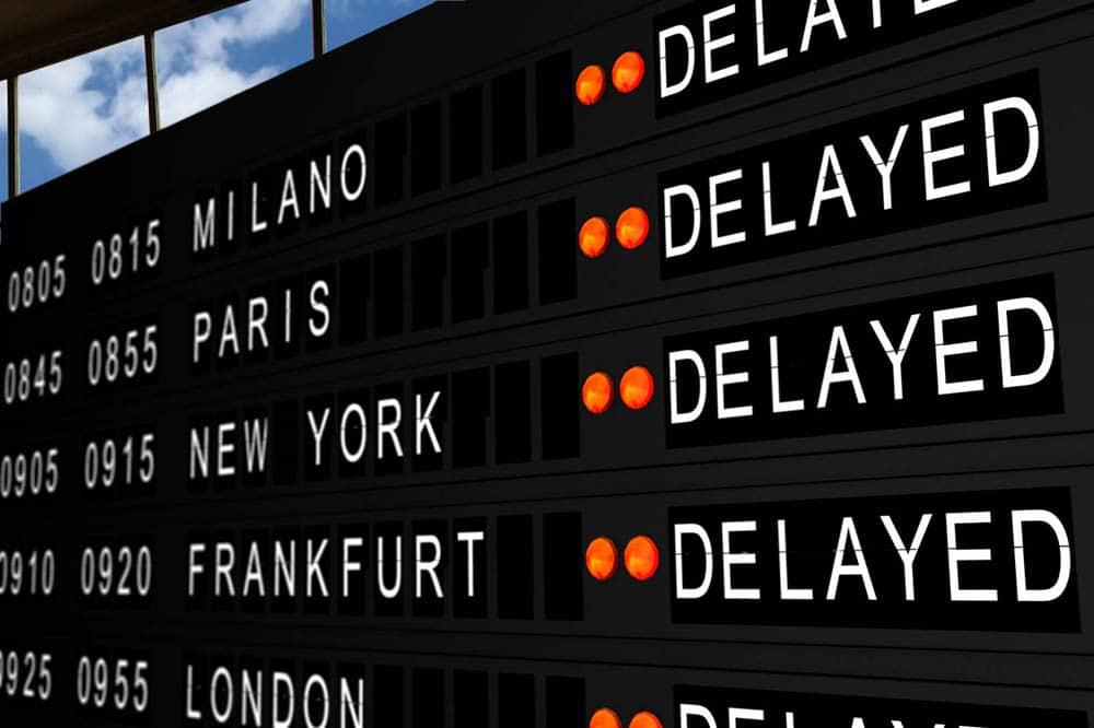 Delay là tình trạng hoãn chuyến, không thể khởi hành theo đúng như thời gian dự định của các hãng hàng không