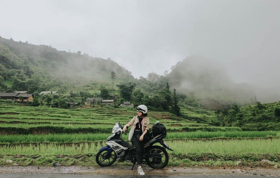 Một mình chạy xe trên những cung đường đèo Hà Giang, bạn sẽ phải choáng ngợp trước vẻ đẹp hùng vĩ, bao la. Hình: Hoàng Linh Hà