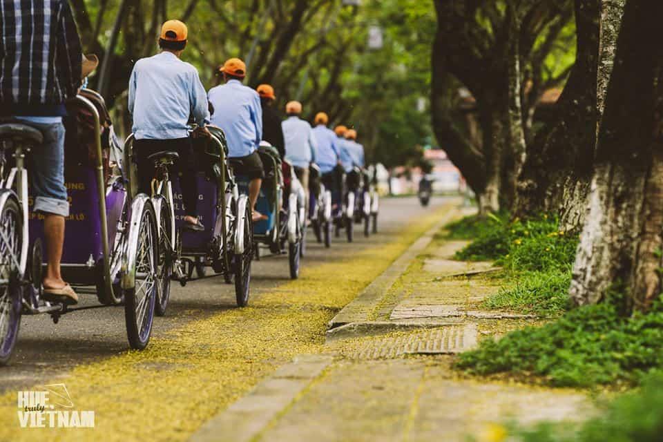 Những chiếc xích lô rong ruổi trên khắp nẻo đường. Hình: Hue, truly Vietnam