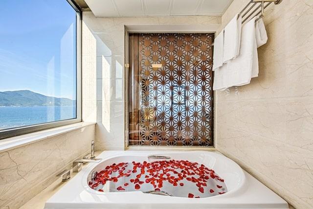 Bồn tắm giúp du khách thư giãn tối đa