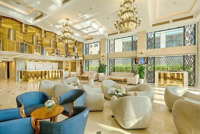 Sảnh khách sạn được thiết kế vô cùng sang trọng