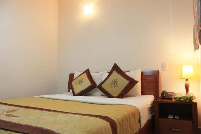 Không gian ấm cúng, trang nhã trong phòng nghỉ khách sạn Giang Sơn 2