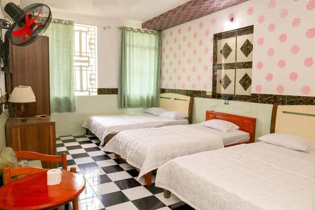 Màu sắc và cách trang trí nhẹ nhàng tươi sáng của khách sạn
