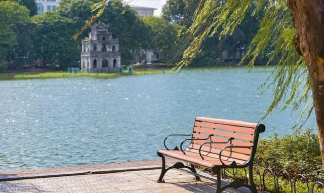 Hồ Gươm Hà Nội trong sáng mùa thu