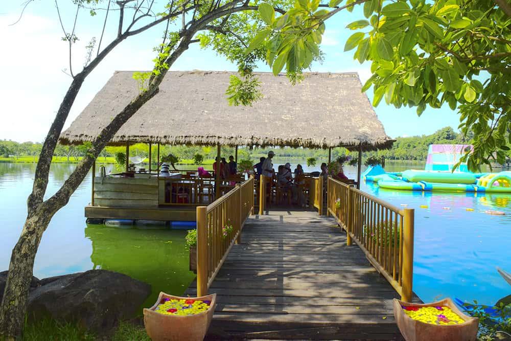 Thưởng thức món ngon ở nhà hàng Bar Xanh giữa thiên nhiên tươi mát luôn được du khách yêu thích