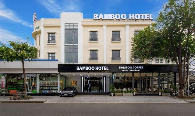 Không gian hiện đại, sang trọng của Bamboo Hotel khi nhìn từ chính diện