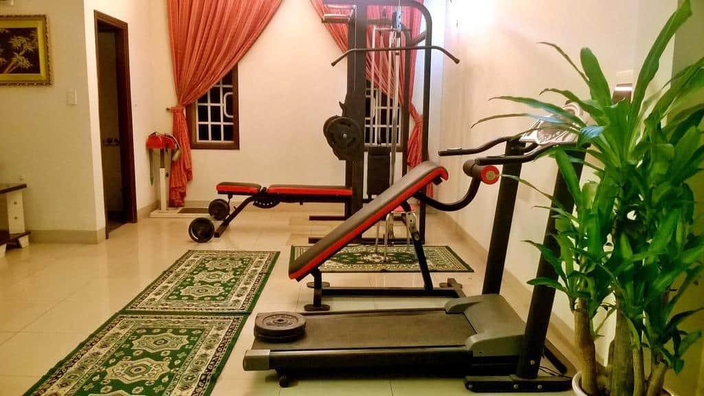 Khách sạn còn có phòng gym đáp ứng nhu cầu rèn luyện sức khỏe của du khách