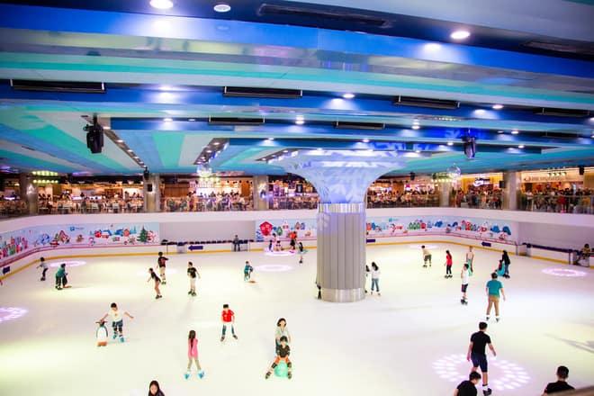 Sân trượt băng Vincom Ice Rink cực rộng là địa điểm xả stress cực kỳ chất lượng - Nguồn ảnh: Internet