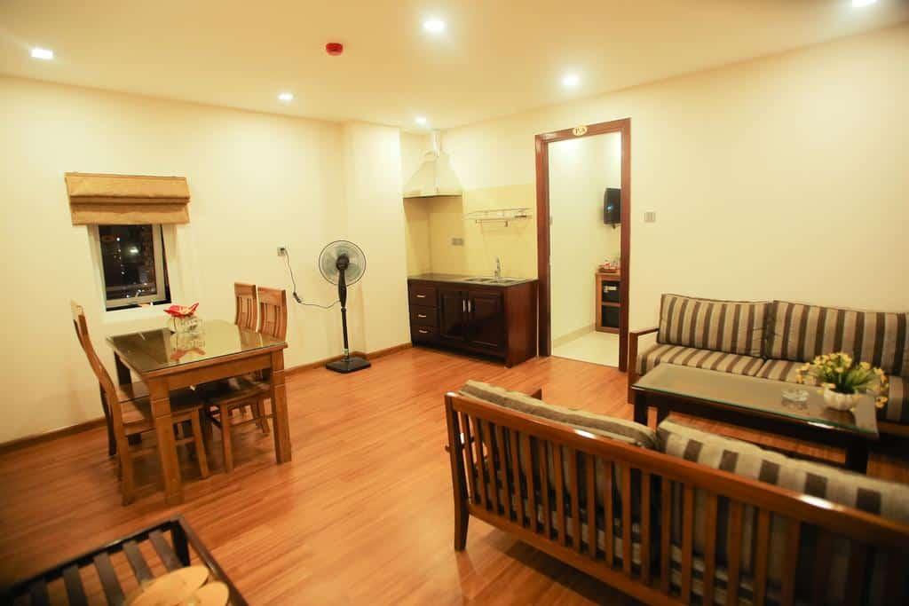 Khu vực tiếp khách và bàn ăn phòng Apartment