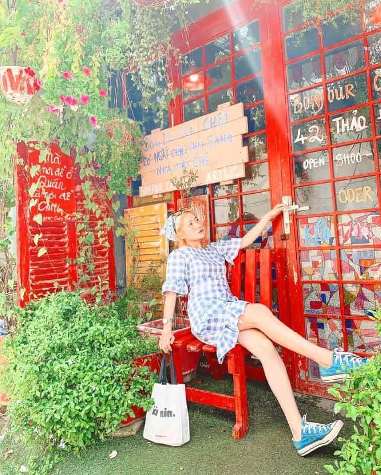 Địa điểm check-in sống ảo cực chất cho team mê chụp ảnh - Nguồn ảnh: Fanpage Bonjour Cafe The Art