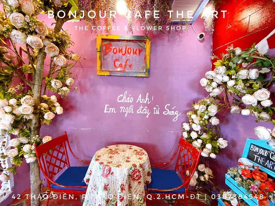 Một góc nhỏ cực chill để bạn thưởng thức món đồ uống yêu thích - Nguồn ảnh: Fanpage Bonjour Cafe The Art