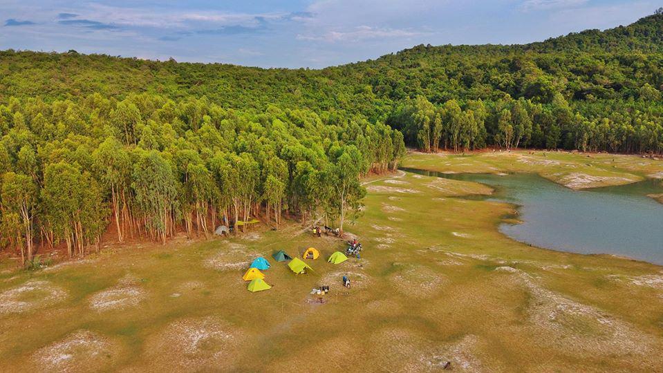 Khu cắm trại nhìn từ trên cao ở hồ Dầu Tiếng - Nguồn ảnh: FB Ân Lê