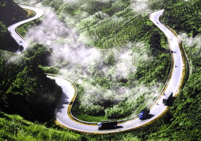 Đoạn đường qua Đèo Cả với vẻ đẹp đầy ấn tượng - Nguồn ảnh: Internet