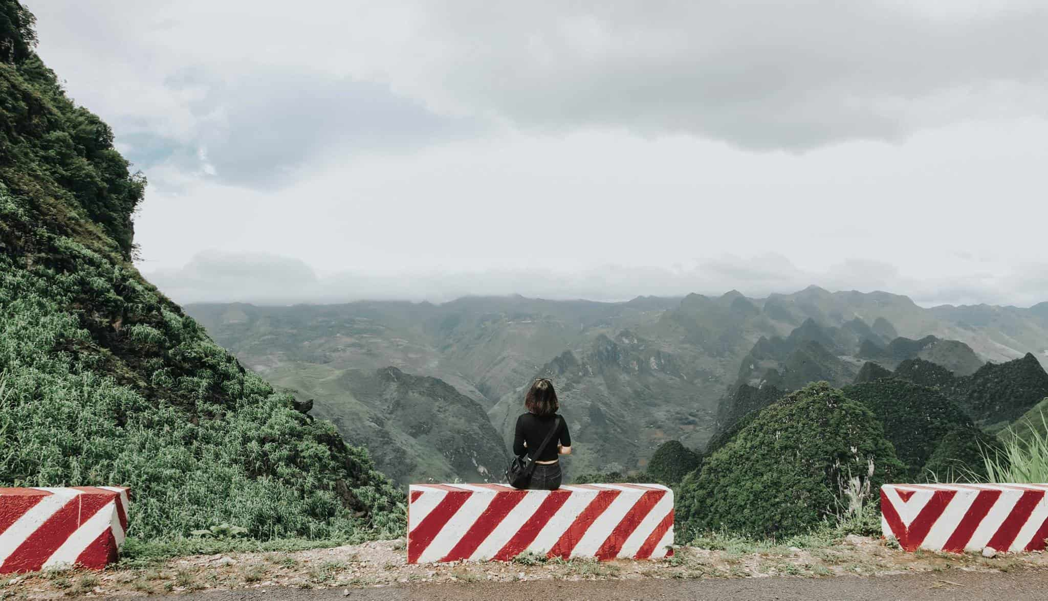 Những ngọn núi cao chót vót trên đèo Mã Pì Lèng. Hình: Hoàng Linh Hà