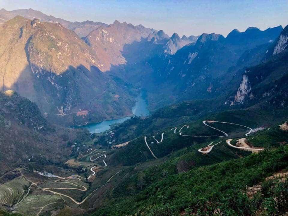 Đèo Tà Làng - con đèo dẫn xuống dòng sông Nho Quế. Hình: Sưu tầm