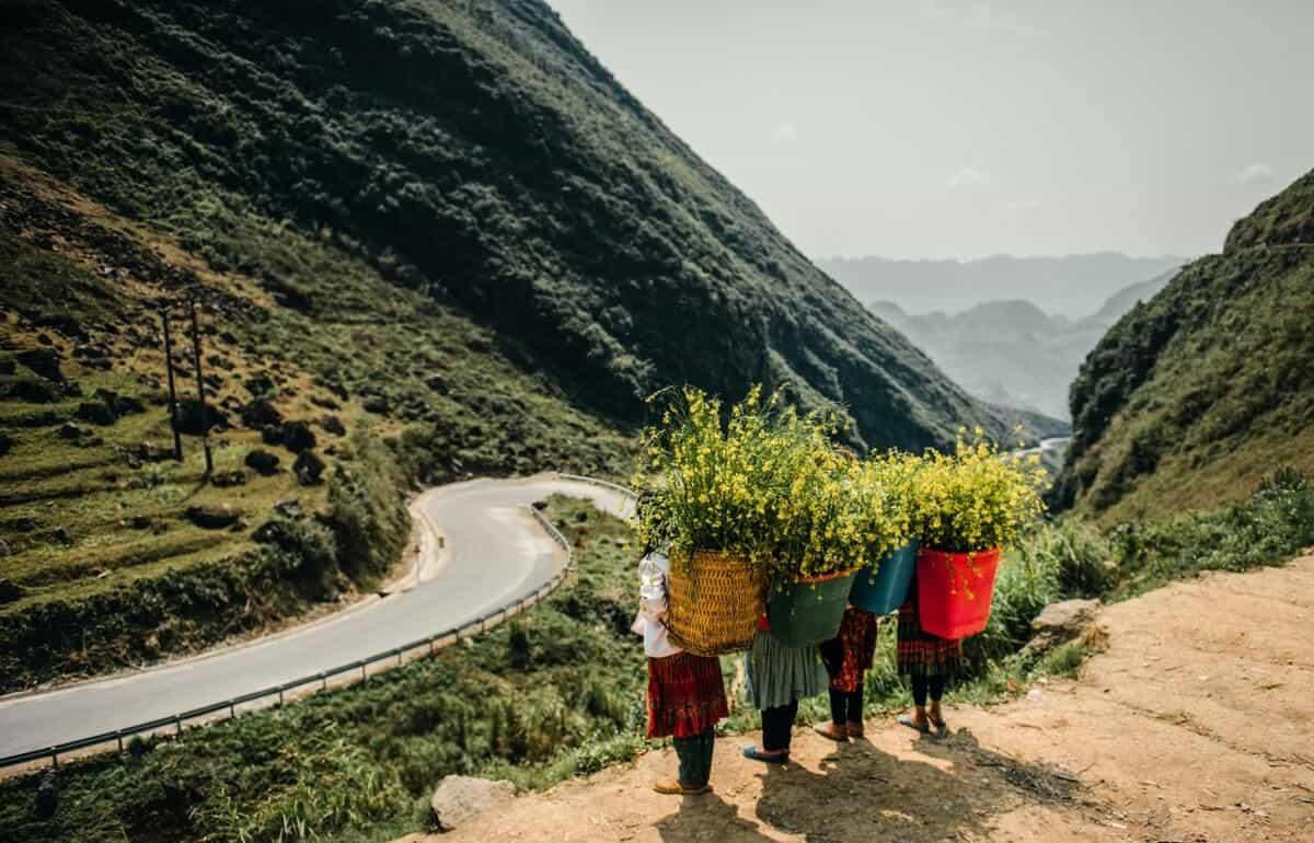 Những đứa trẻ trên dốc Thẩm Mã. Hình: Sưu tầm