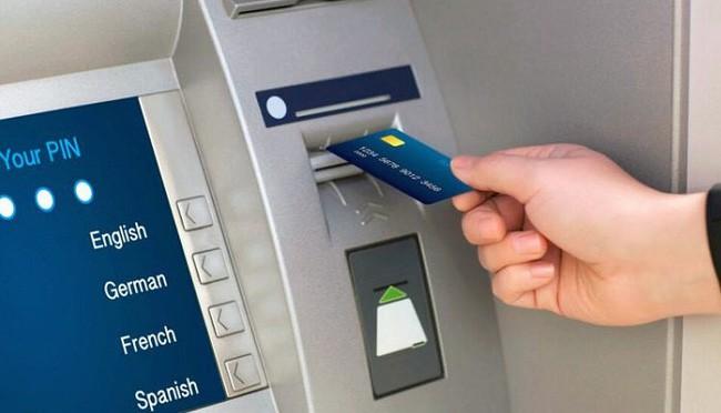 Giữ tiền trong thẻ ATM để tránh làm mất hoặc trộm cướp