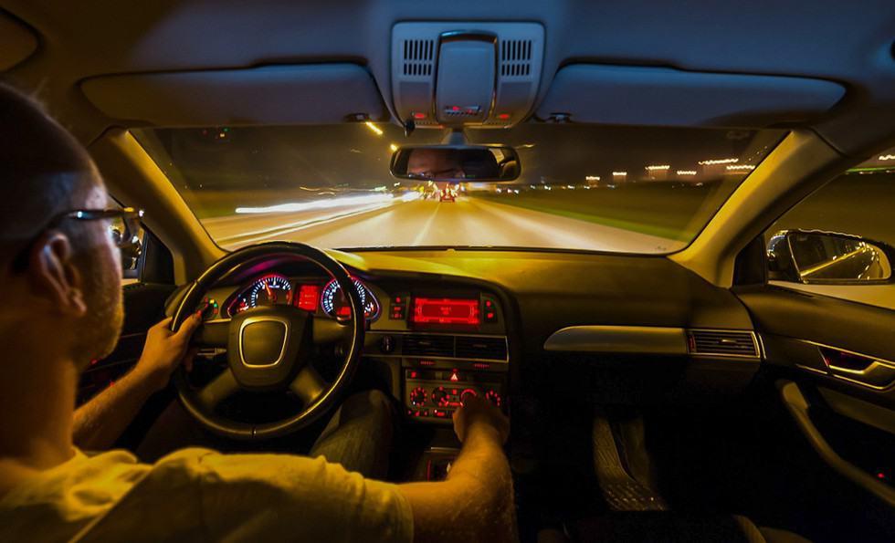 Hạn chế lái xe vào ban đêm, đặc biệt là những khu dân cư thưa thớt để đảm bảo an toàn