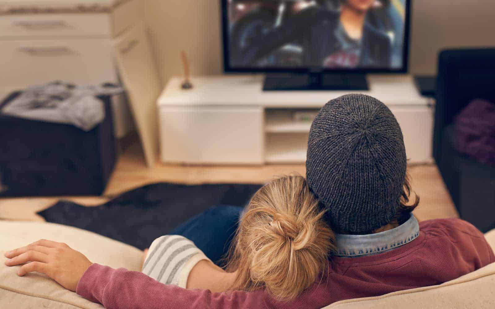 Cùng nhau xem phim để thắt chặt mối dây liên kết giữa hai người với nhau