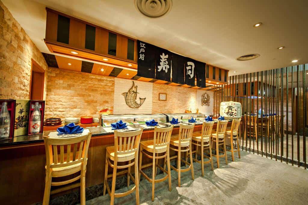 Thưởng thức món ngon Hàn Nhật trong không gian ấm cúng tại nhà hàng KONI - Nguồn ảnh: Internet