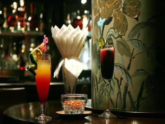 Thức thức menu đa dạng đồ uống tại Phoenix Lounge - Nguồn ảnh: Internet