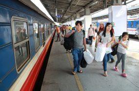 Ga Sài Gòn bán vé tàu Tết