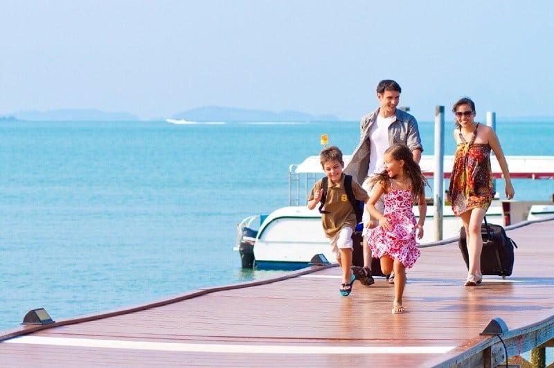 Nên chọn mua bảo hiểm du lịch cá nhân hay gia đình? - Nguồn ảnh: Internet