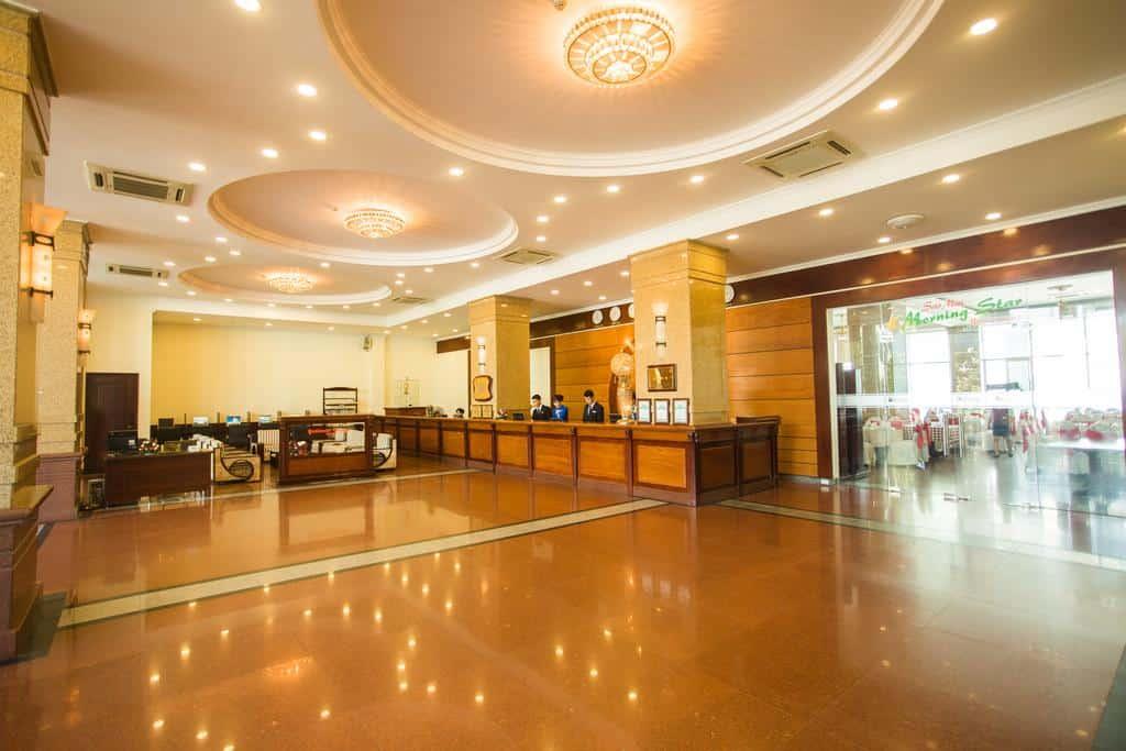 Sảnh khách sạn Hải Âu với thiết kế đơn giản nhưng vẫn hiện đại và sang trọng