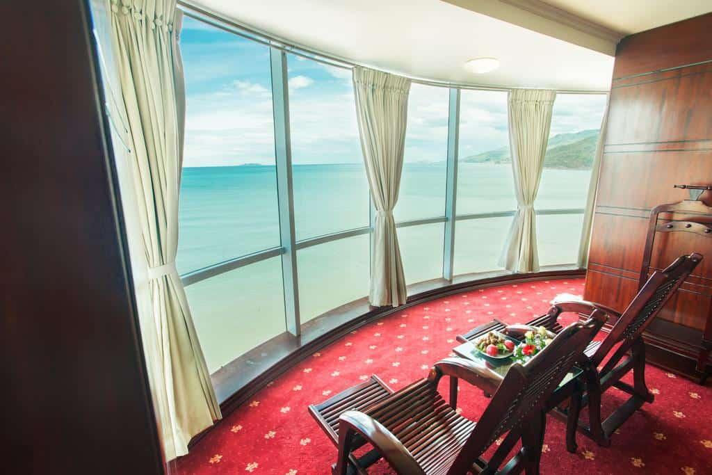 View biển tuyệt đẹp từ phòng President Suite